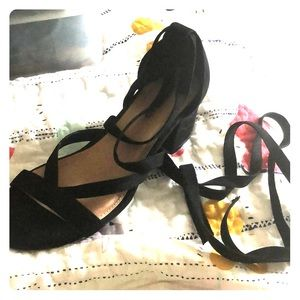 NWT! Size 8.5 wide, Black, Lace-up, Block Heels